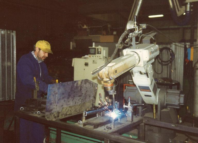 storia-azienda-chi-siamo-nuovareda-carpenteria-metallica-taglio-laser-longiano-forlì-cesena