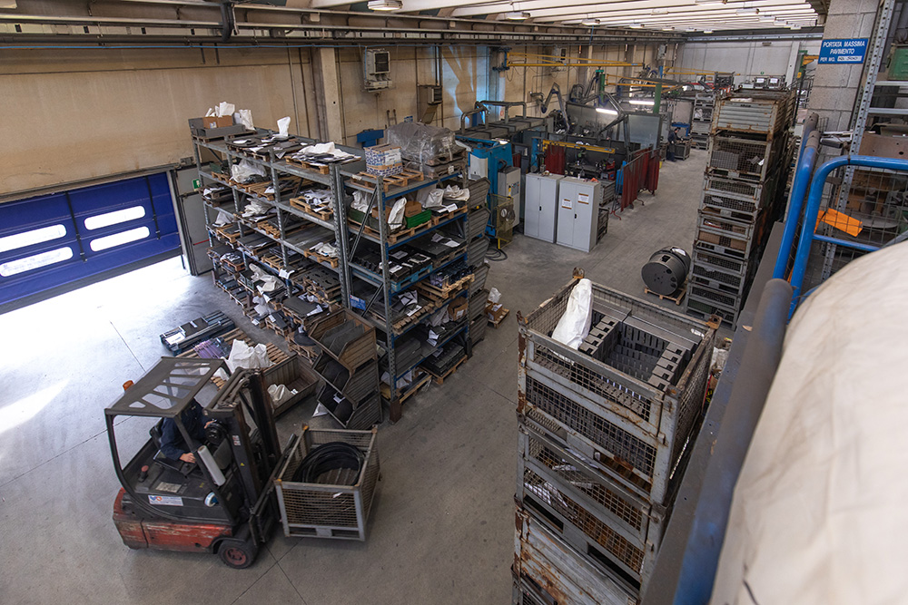 stoccaggio-materie-prime-controlli-qualità-magazino-azienda-nuovareda-carpenteria-metallica-taglio-laser-longiano-forlì-cesena