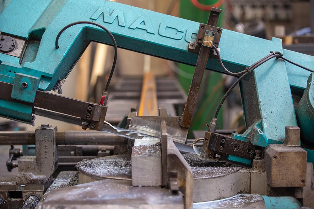 taglio-tubi-seghe-a-nastro-automatiche-nuovareda-carpenteria-metallica-taglio-laser-longiano-forlì-cesena