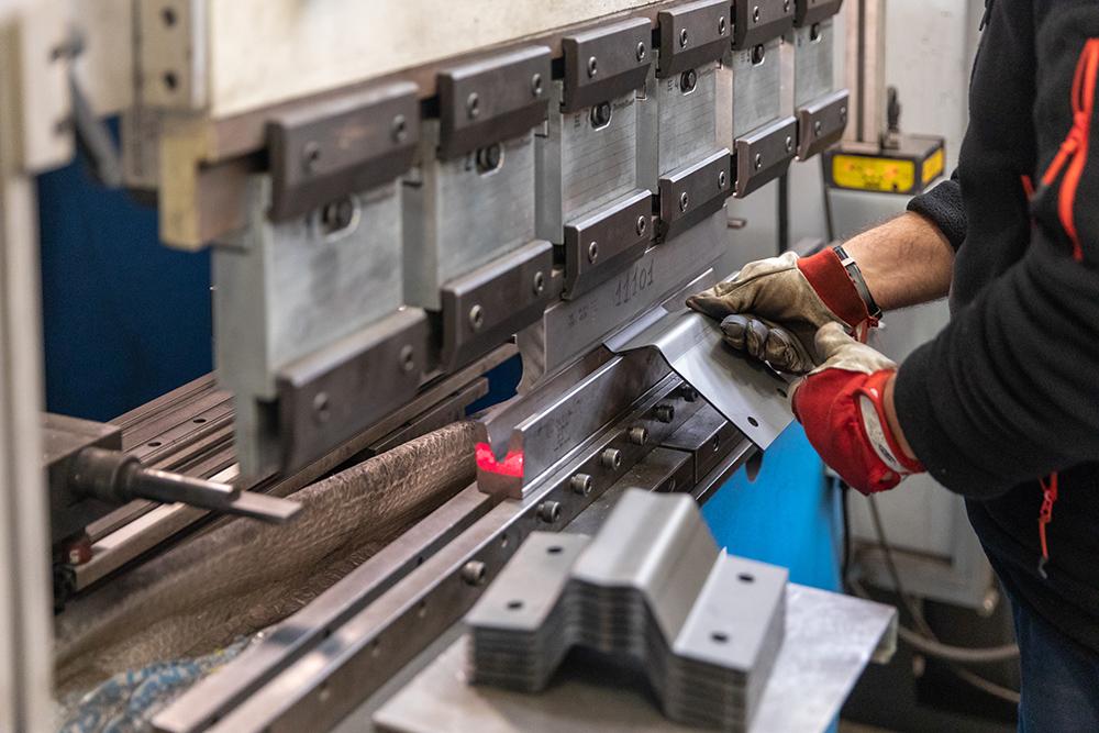 piegatura-calandratura-lamiera-tubi-tondi-nuovareda-carpenteria-metallica-taglio-laser-longiano-forlì-cesena